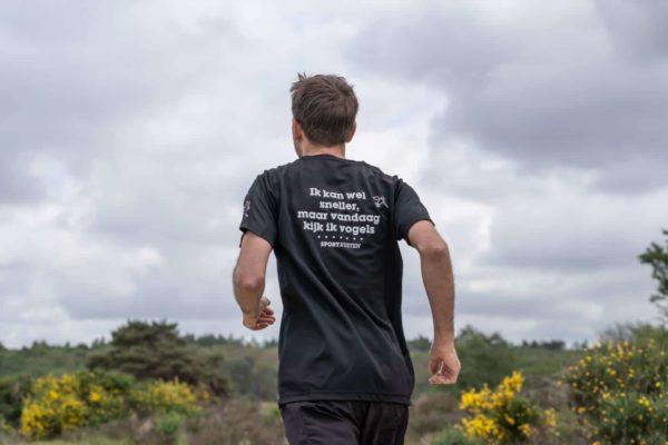 Sportrusten shirt: Ik kan wel sneller, maar vandaag kijk ik vogels - herenmodel - achterkant