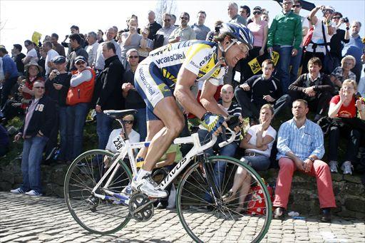 Meerbeke - Ninove - Belgie - wielrennen - cycling - radsport - cyclisme - Ronde van Vlaanderen 2009 - Aart Vierhouten (Nederland / Team Vacansoleil) - op de Muur van Geraardsbergen - foto Cor Vos ©2009