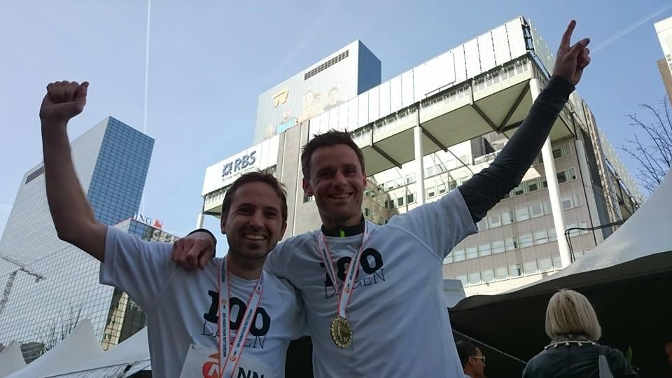 Mark Zuurhout en Maarten de Jong na marathon Rotterdam